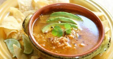 Chicken Tortilla Slow Cooker Soup