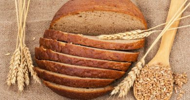 Easy Whole Wheat Bread Recipe Anyone Can Make | via www.foodstoragemoms.com