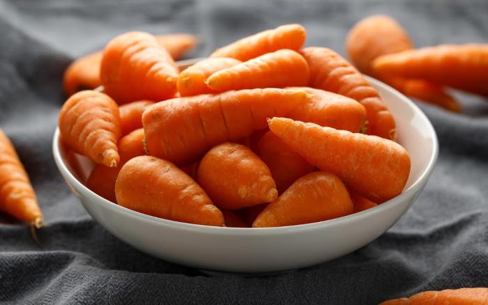 Chantenay carrots in a white bowl