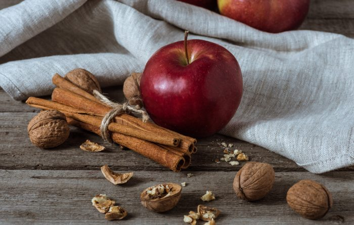 Cinnamon with red apples