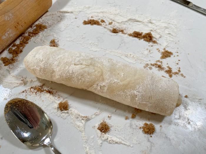 Roll the dough into a tube shape